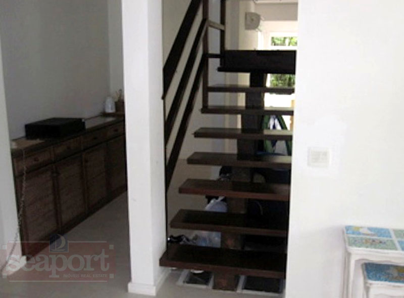 Escada Acesso Suítes