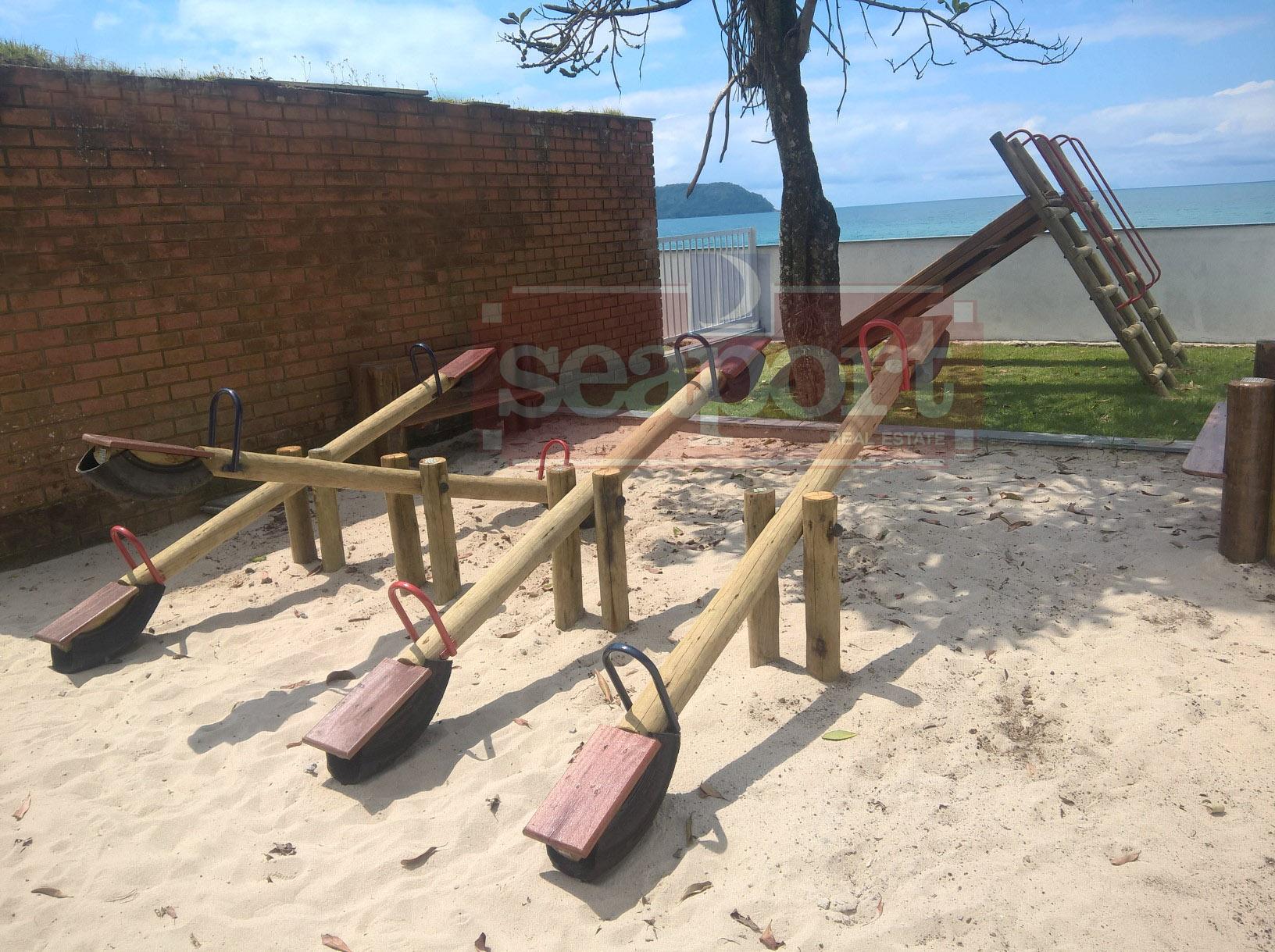 Prayground do condomínio frente ao mar