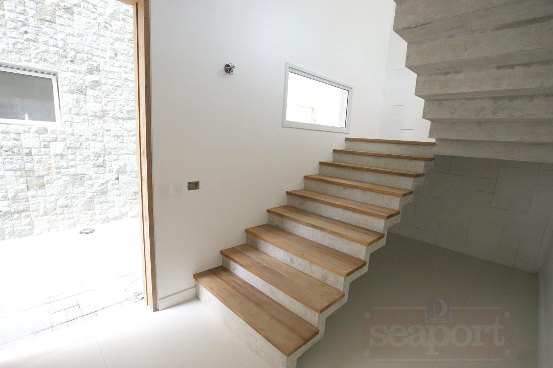 Escada/Hall
