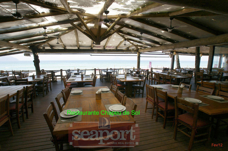 Restaurante vizinho, frente mar: Chapéu de Sol Badauê