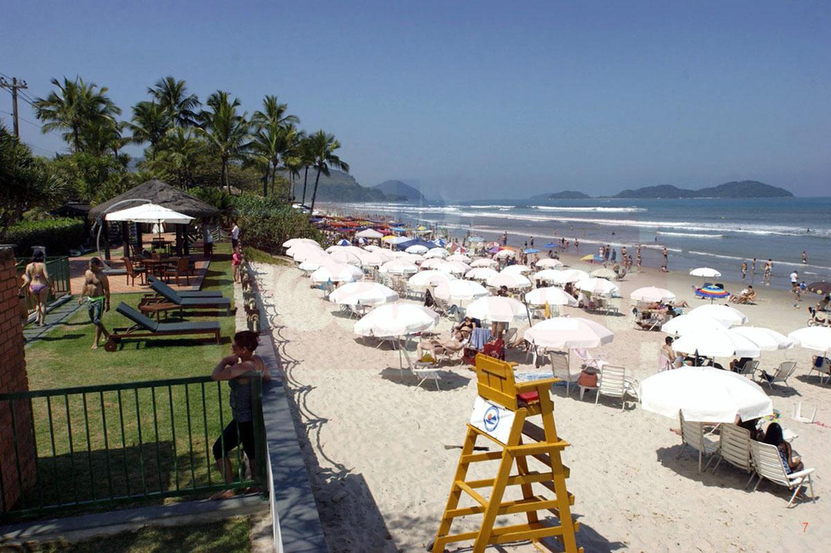 Deck praia e serviço de praia c/ 4 cadeiras , mesinha e 2 guardasol