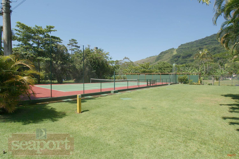 Jardim e Quadra de Tênis