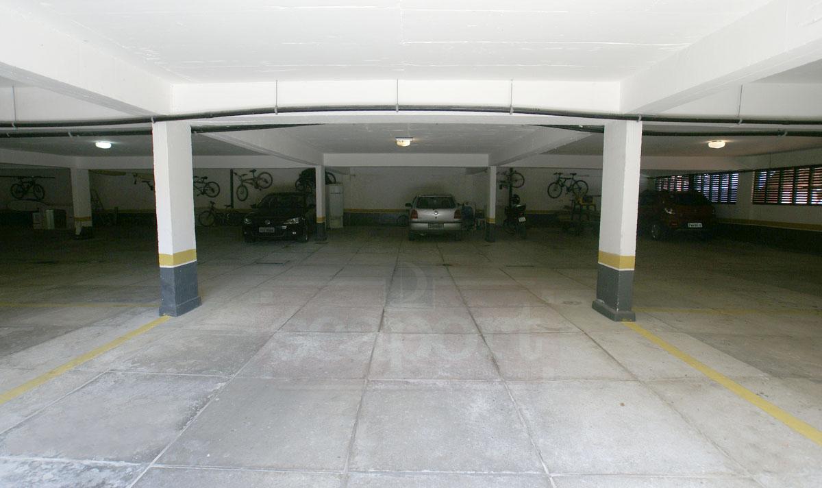 Garagem coberta do Condomínio