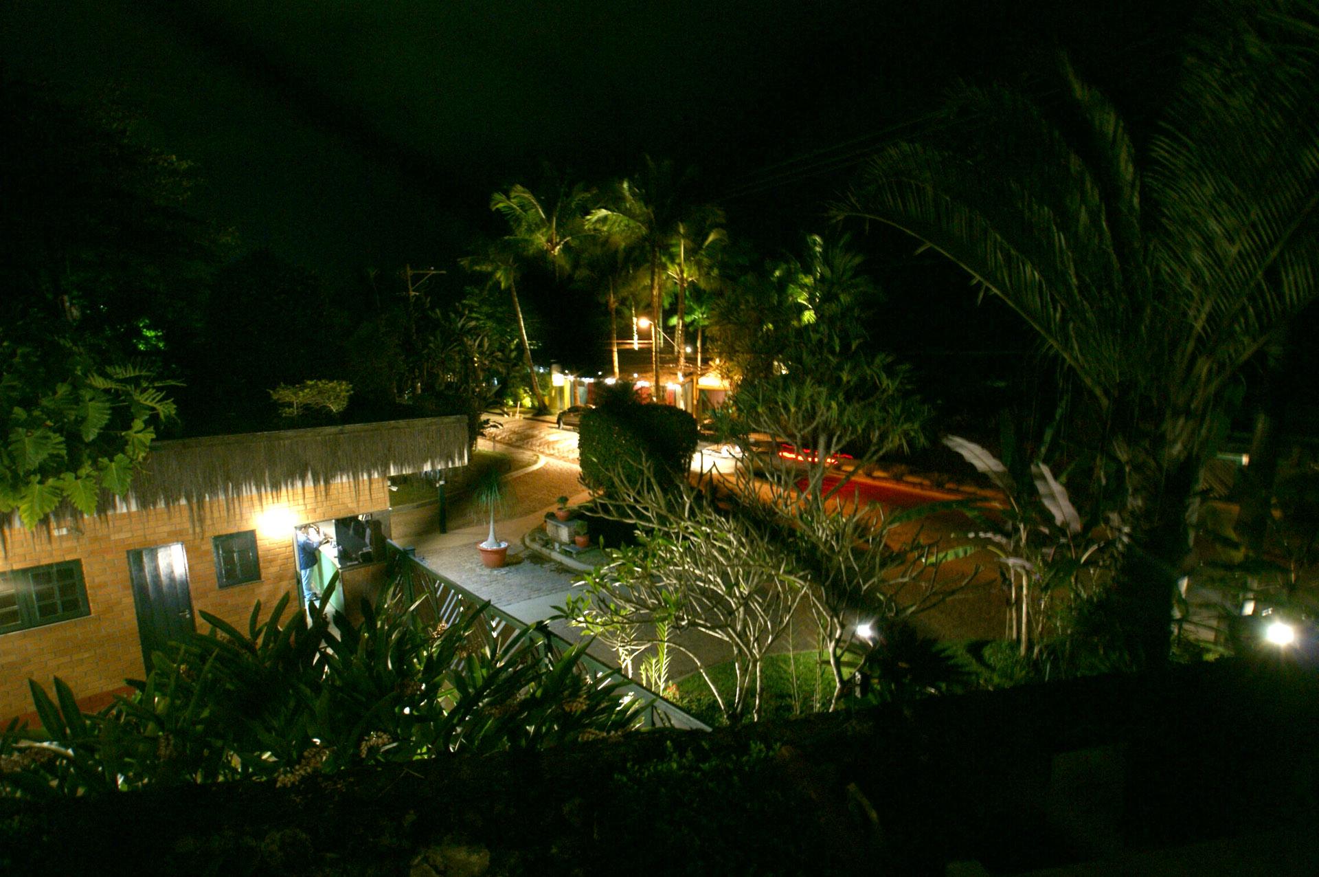 Vista da casa à noite