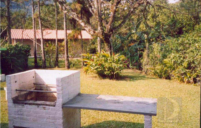 Jardim e Churrasqueira