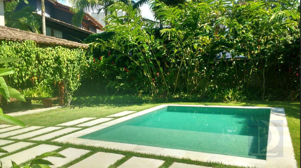 Piscina e Jardim