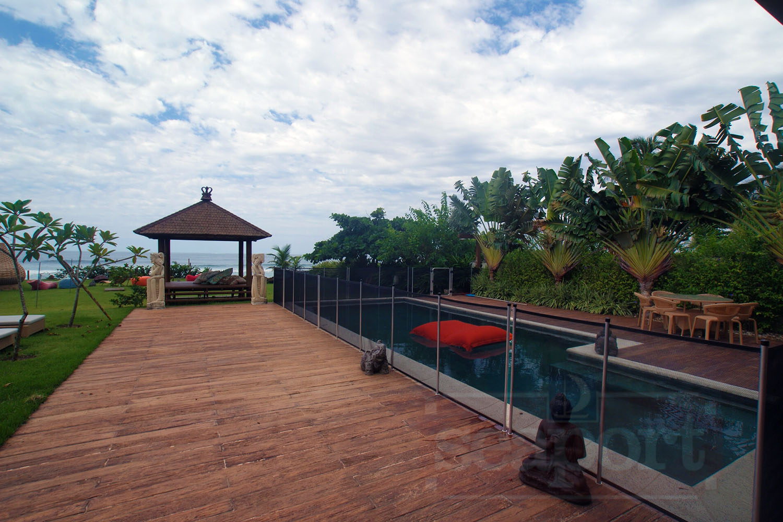 Piscina e Deck Frente ao Mar